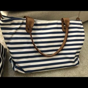 Stella and dot How does she do it navy stripe bag